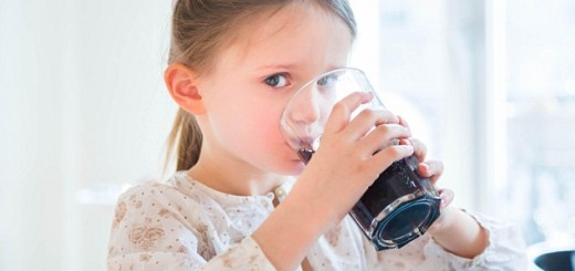 Children learn about sugar in drinks at Stretch-n-Grow